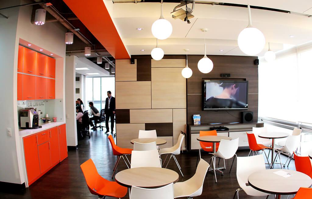 Iluminaci n led en oficinas y naves industriales semsur for Iluminacion led oficinas